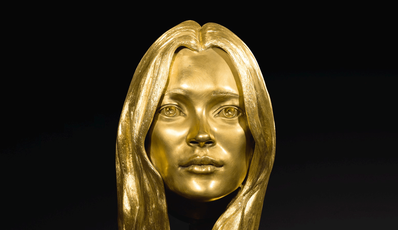 Kate Moss' golden head